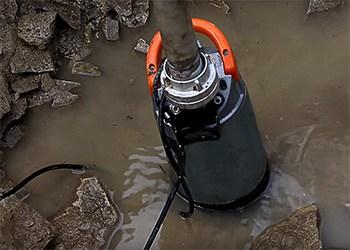 Eine Schmutzwasser-Tauchpumpe für Sickergruben