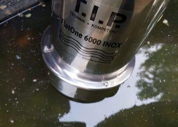 Am etwas schlammigeren Brunnenboden kommt die T.I.P. FlatOne 6000 Tauchpumpe langsam an ihre Grenzen.